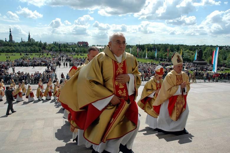 W Licheniu Starym najnowsza informacja jest taka: budowniczy sanktuarium ksiądz Eugeniusz Makulski to pedofil. Tak wynika z relacji ofiary ujawnionej