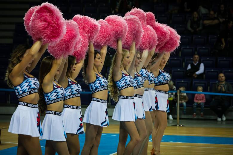 Koszykarze Kinga Szczecin dopiero drugi raz grali we własnej hali, ale mają powody do zadowolenia. Ograli Polski Cukier Toruń, lidera Energa Basket Ligi.