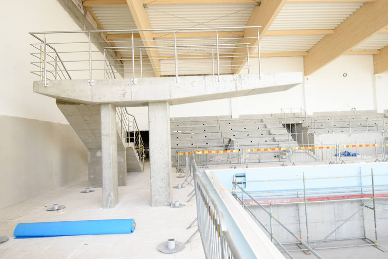 Drugi basen o wymiarach 12 na 6 będzie miał ruchome dno, będzie przeznaczony będzie do nauki pływania, aqua areobiku, aquabike'u i nurkowania.