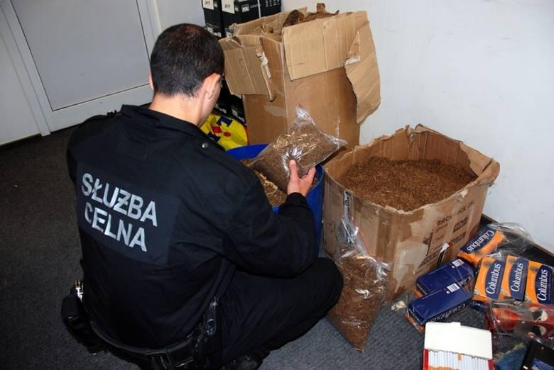 Augustów: Celnicy zlikwidowali nielegalną wytwórnię papierosów (zdjęcia)