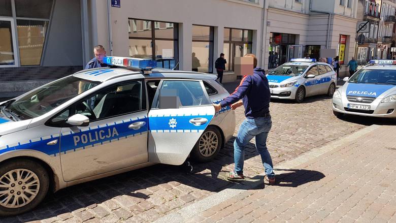 W środę około godziny 9 na terenie budowy domu w miejscowości Dębczyno pod Białogardem znaleziono zmasakrowane ciało mężczyzny. Na miejscu błyskawicznie