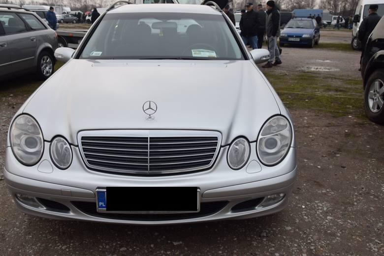 Mercedes W211 - rok produkcji 2005, z silnikiem 2.2 CDI i mocy 150 KM, stan licznika 201 tys. km. Cena 19 900 zł