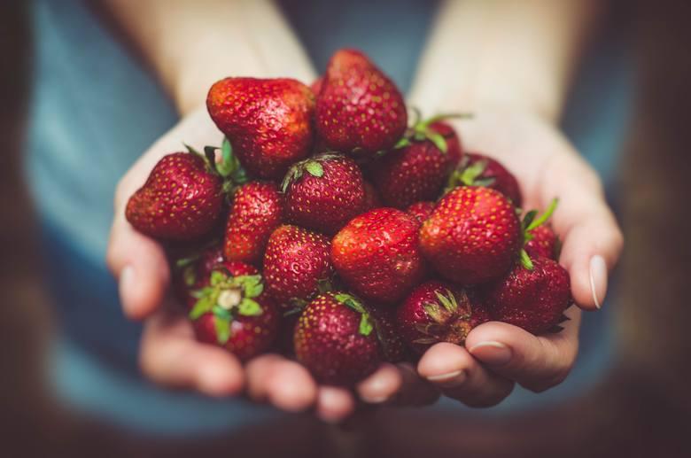 Co jeść w czerwcu? Sezonowe warzywa i owoce smakują najlepiej! Dieta na lato