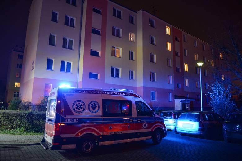 W niedzielę po godz. 18 służby ratunkowe zostały wezwane do jednego z bloków mieszkalnych przy ul. Ofiar Katynia w Przemyślu. - Odebraliśmy zgłoszenie
