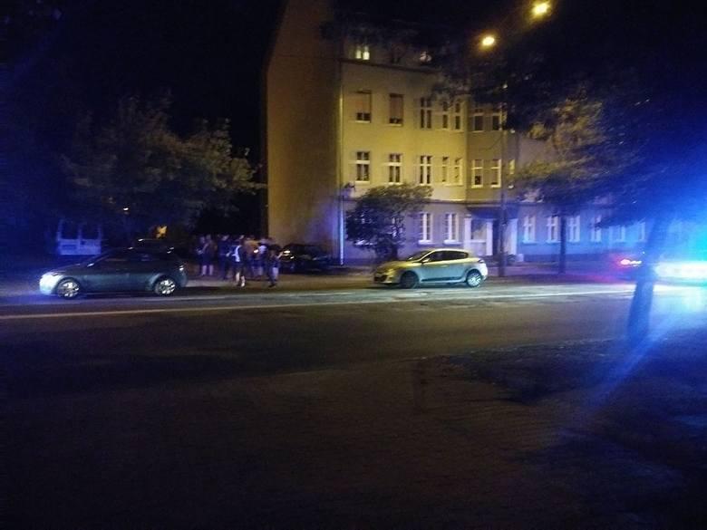 Do bijatyki doszło w nocy z 13 na 14 sierpnia, na ul. Kosynierów Gdyńskich w Gorzowie. Biły się dwie grupy mężczyzn. Na miejsce wezwano policję. Dojechały