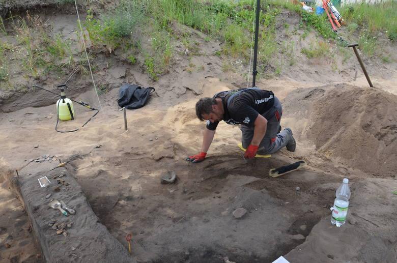 W ziemi odkryto kolejny fragment dużej osady sprzed 2,5 tys. lat. Ziemia w tym miejscu skrywa jeszcze wiele tajemnic sprzed wieków.
