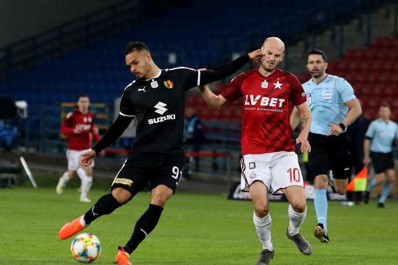 Pomocnik Wisły został w bardzo trudnym dla klubu okresie. Mimo to, utrzymanie piłkarza o takich umiejętnościach będzie dla Białej Gwiazdy wyjątkowo trudne.