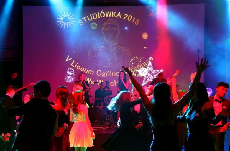 """Studniówka bez """"N"""" liceum nr 5 z Wrocławia w hotelu Terminal [ZDJĘCIA]"""