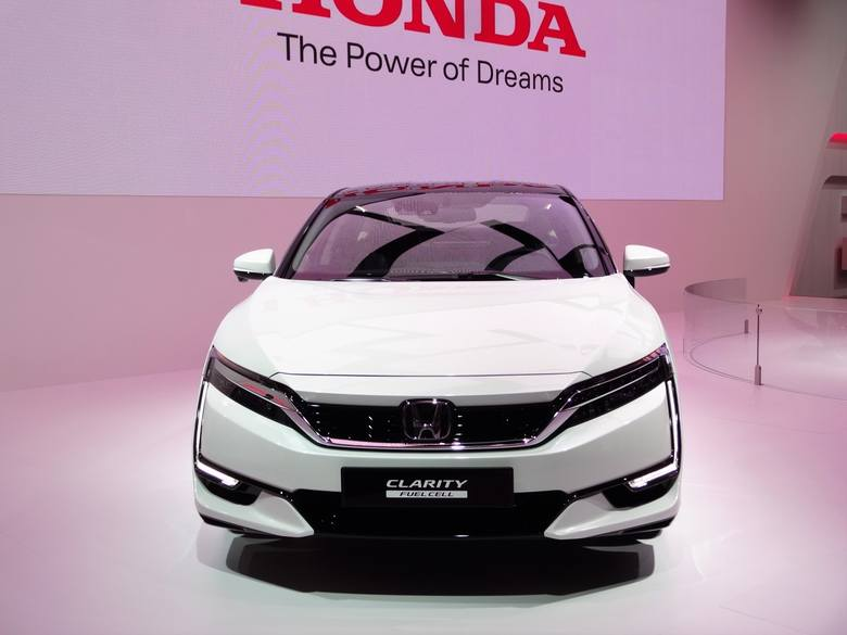 2017 Honda Clarity First Drive 204537958 also 1104162 wireless Charging Guidelines Issued By Sae Standards Group together with Genewa 2017 Premiery Samochodow Podczas 87 Salonu Samochodowego Zdjecia 11859768 22946128 likewise 2017 Ford Focus Electric 115 Miles Of Range For 29120 also 2006 Honda Pilot Pictures C3843 pi36474922. on honda clarity