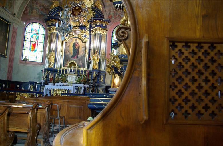 Zgodnie z dekretem metropolity krakowskiego na kratki konfesjonałów nałożono folie ochronne. W niektórych kościołach można usłyszeć, że można przynieść