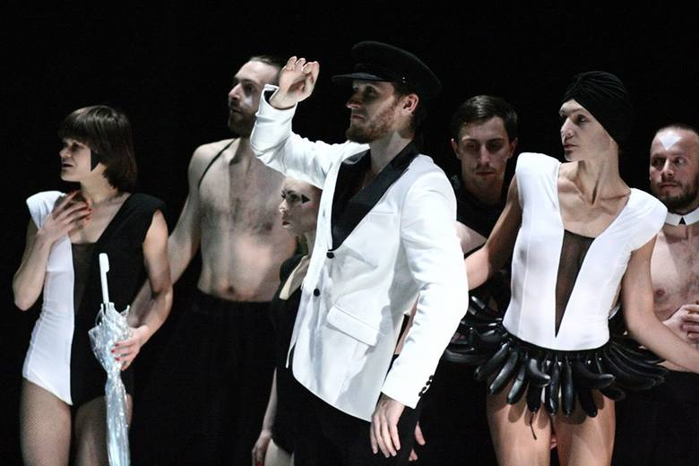 Pantomima to zespół –  każdy ruch jest podporządkowany kolegom, a razem artyści osiągają świetny efekt