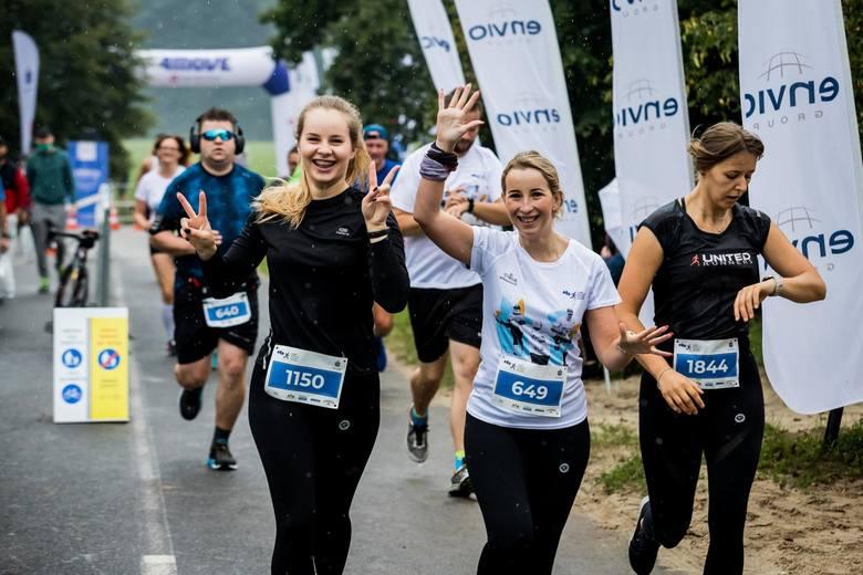 Przez cały weekend (4-6 IX) trwa 5. PKO Bydgoski Festiwal Biegowy w Myślęcinku. Sobota była drugim dniem startów. Mimo deszczowej aury humory biegaczom