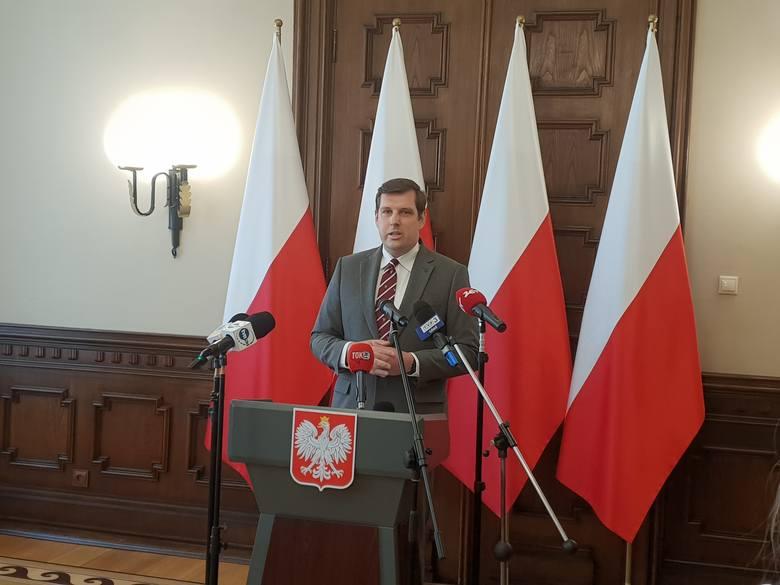 W poniedziałek (24 sierpnia) Tobiasz Bocheński, wojewoda łódzki przedstawił swoją wersję zdarzeń, które doprowadziły do odwołania Grzegorza Wierzchowskiego