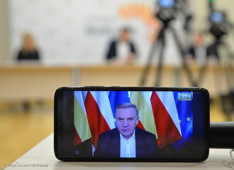 Natomiast prezydent Tadeusz Truskolaski był pytany m.in. o to, czy według niego powinno się przełożyć wybory prezydenckie? <br /> - We Francji nie odwołano pierwszej tury wyborów samorządowych i wielu członków komisji wyborczych zachorowało - stwierdził. - Jak można z jednej strony apelować o...