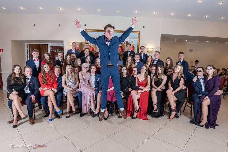 Uczniowie Zespołu Szkół Licealno-Technicznych w Kluczborku bawili się na balu maturalnym w dwóch turach: 5 i 12 stycznia w restauracji Werona w Praszce.