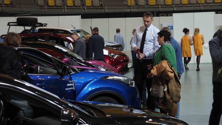Giełda Motoryzacyjna, organizowana już po raz kolejny w Koszalinie (ponownie na Hali Widowiskowo-Sportowej) to okazja by obejrzeć najnowsze modele samochodów,