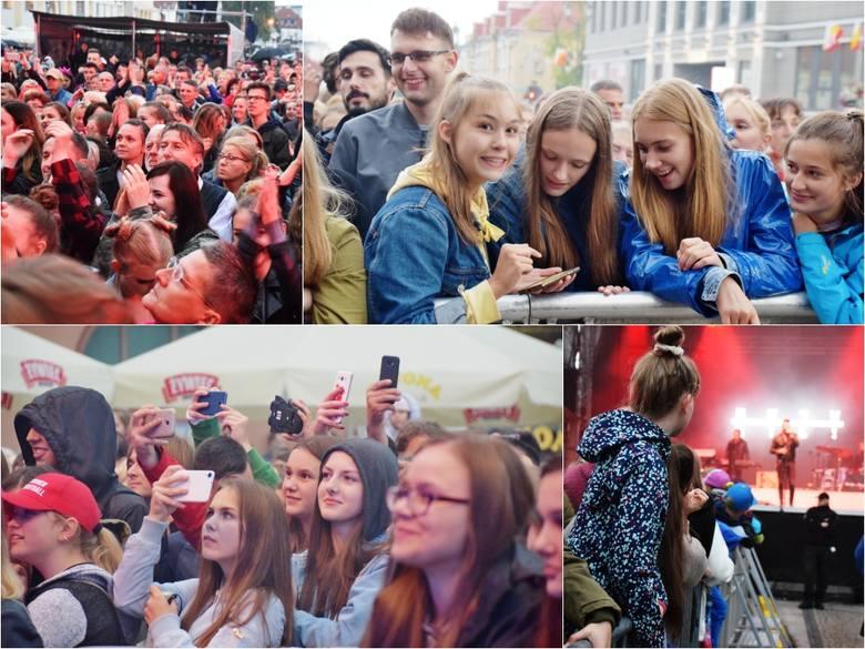 Koncert z okazji Dni Miasta Białegostoku za nami! Na Rynku Kościuszki pojawiły się tłumy mieszkańców. Mimo deszczowej pogody było bardzo gorąco! Zobaczcie