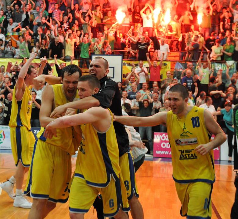 11 lat temu - 29 kwietnia 2010 roku - zielonogórscy koszykarze awansowali do ekstraklasy, w której grają do dziś.Aż dziesięć lat bili się o powrót do