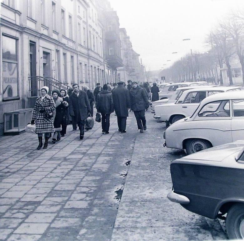 W lutym 1974r. Na al. Wojska Polskiego było już po zimie zima widać odeszła