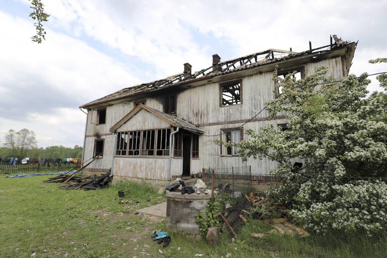 Ogień strawił drewniany dom w Żywkowie