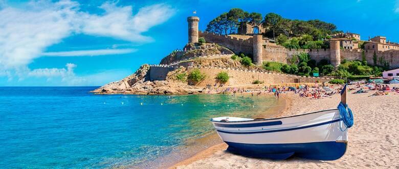 Katalońska Gran w Tossa de Mar to nie tylko piękna piaszczysta plaża, ale także wspaniały widok na stare miasto oraz imponujące średniowieczne mury obronne