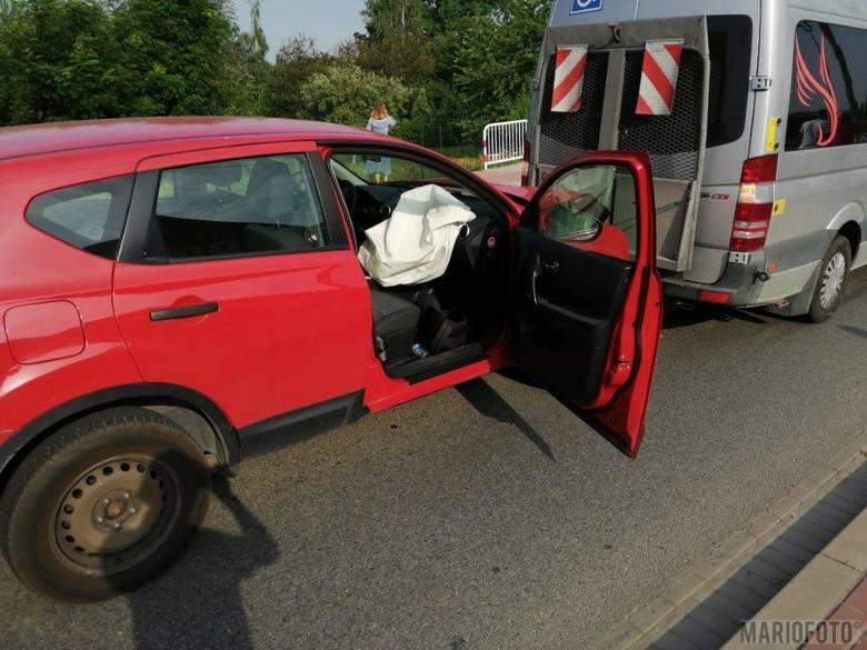 W czwartek rano w Opolu Czarnowąsach zderzyły się trzy samochody.