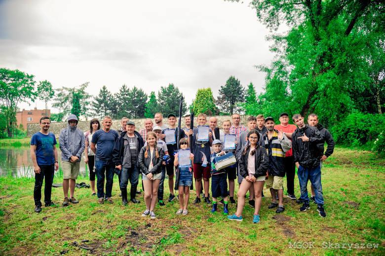 Uczestnicy zawodów wędkarskich w Skaryszewie.