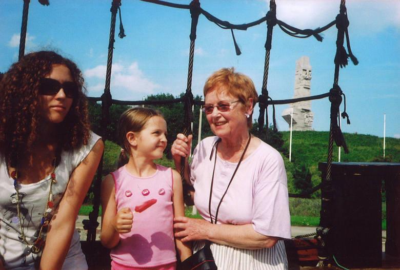 Barbara Dobraczyńska na zdjęciu sprzed kilku lat z wnuczką Miłką, która pomagała babci odnaleźć przyjaciół z Australii