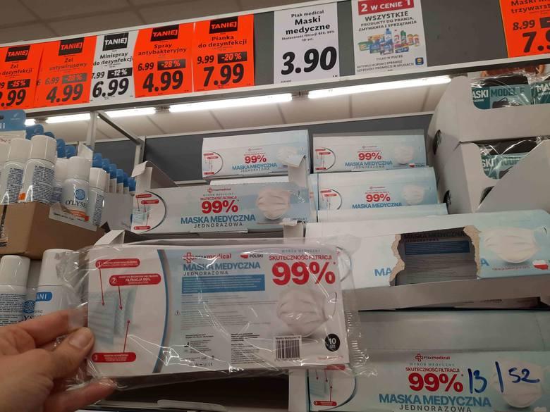 W sklepach można kupić takie maseczki:Lidl - maski medyczne, opakowanie 10 szt. - 3,90 złMaski wyprodukowane w Polsce.Zobacz kolejne zdjęcia. Przesuwaj
