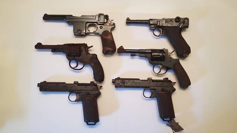 Oto broń znaleziona w skrytce przy ul. Łaziennej w Toruniu