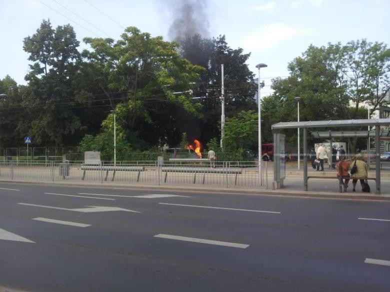 Pożar samochodu przy dworcu PKS