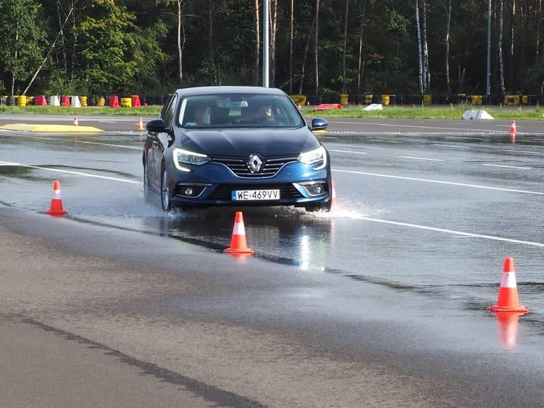 W minioną sobotę, 10 października na torze w Modlinie młodzi kierowcy z Radomia wzięli udział w specjalnym szkoleniu. Były to zajęcia praktyczne oraz