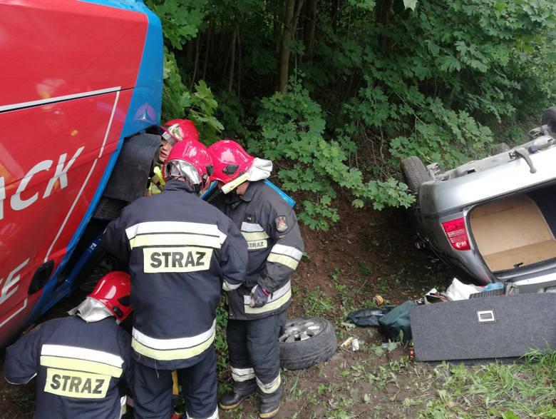 Gąski. Groźny wypadek. Fiat uderzył w skodę (zdjęcia)