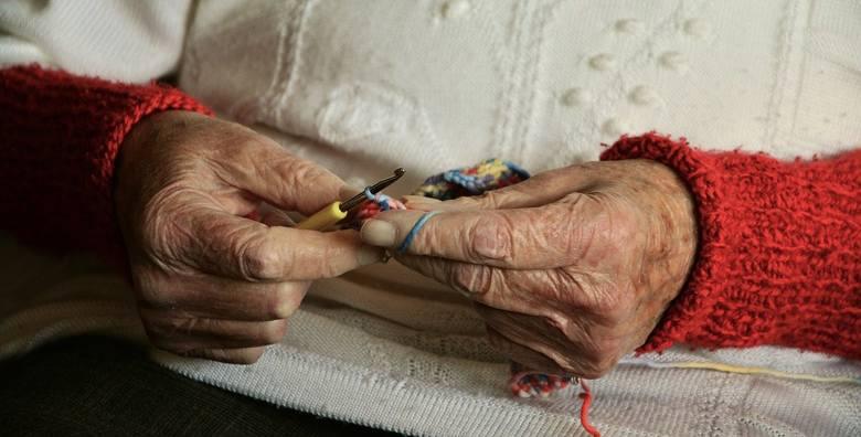 Matka i ojczym podejrzani o zabójstwo dziewczynki. Babcia zbiera pieniądze na sprowadzenie ciała z Irlandii