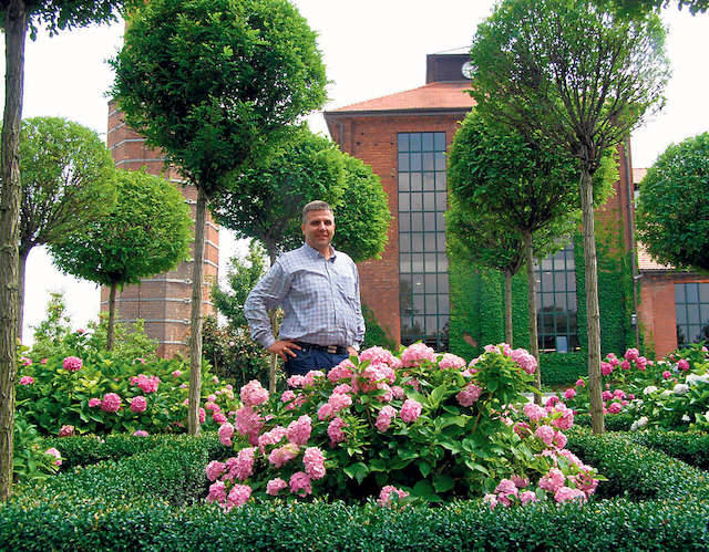 Dyrektor firmy VauPe, Tomasz Tomaszewski, czuje się odpowiedzialny i za zakład,  i za imponujący ogród