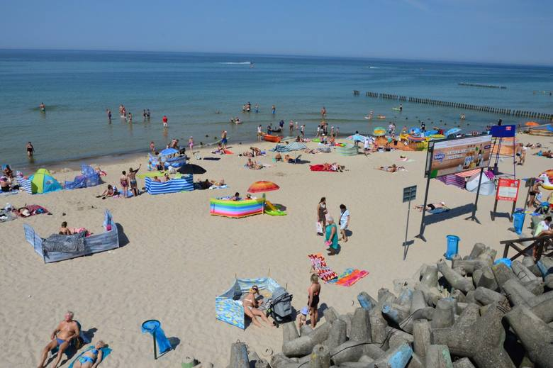Wakacje rozpoczęte, więc i w Mielnie zaczęli pojawiać się turyści. Pogoda idealnie nadaje się do opalania, na plaży nie brakuje spragnionych promieni