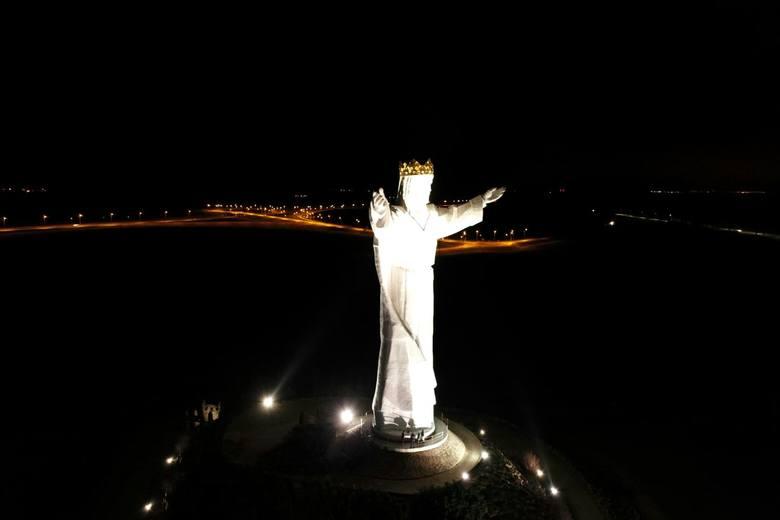 Tego nie widzieliście! Pomnik Chrystusa Króla w Świebodzinie z lotu ptaka, nocą