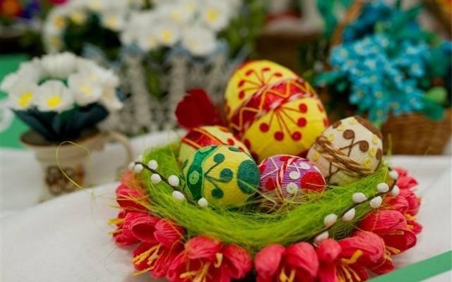 Z okazji zbliżających się Świąt Wielkanocnych Zarząd Zieleni Miejskiej przygotował przegląd pisanek i kraszanek malowanych naturą. Ptasie jaja zachwycają