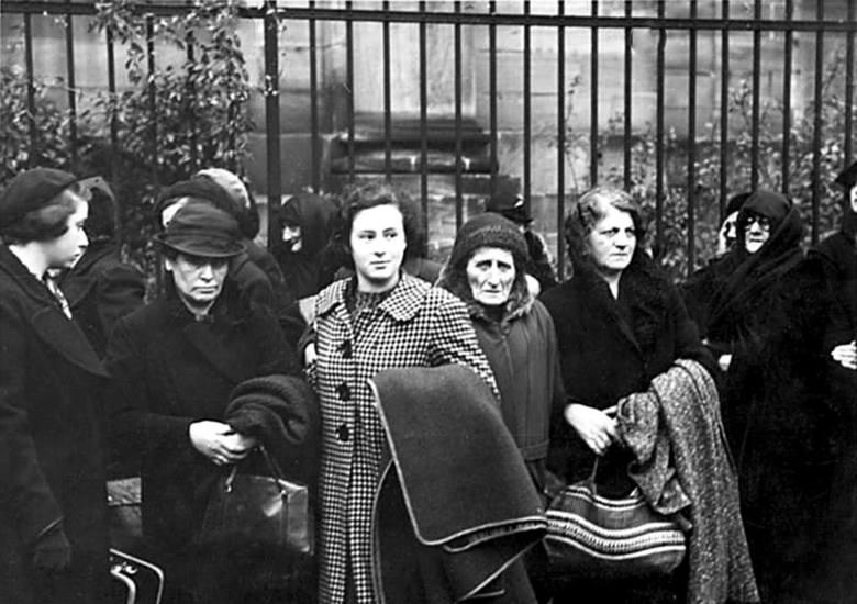 Noc kryształowa, ogromna akcja pogromowa niemieckich Żydów, miała miejsce 9 i 10 listopada 1938 r.