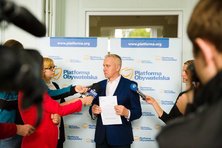 Poseł PO Robert Tyszkiewicz złożył interpelację do premier Beaty Szydło. - Apeluję też do wojewody Bohdana Paszkowskiego, by upominał się w rządzie o te rozporządzenia - mówi.