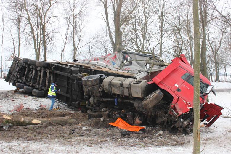 Boćki. Śmiertelny wypadek na DK 19. Ciężarówka zderzyła się z osobówką