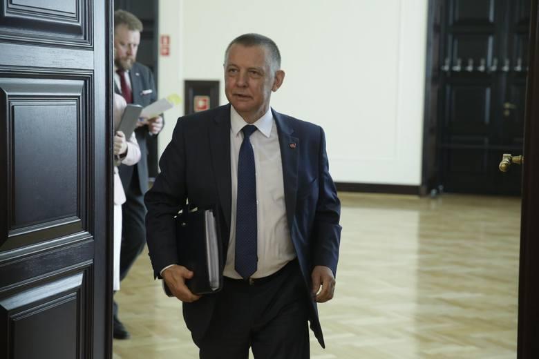 Szef Najwyższej Izby Kontroli Marian Banaś przez ponad dwa lata korzystał z mieszkania służbowego w Warszawie, mimo że miał w stolicy lokal własnośc