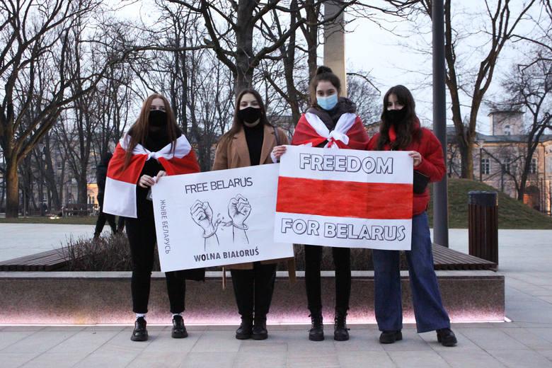 Lublin solidarny całym sercem z Białorusinkami i Bałorusinami. Zobacz zdjęcia