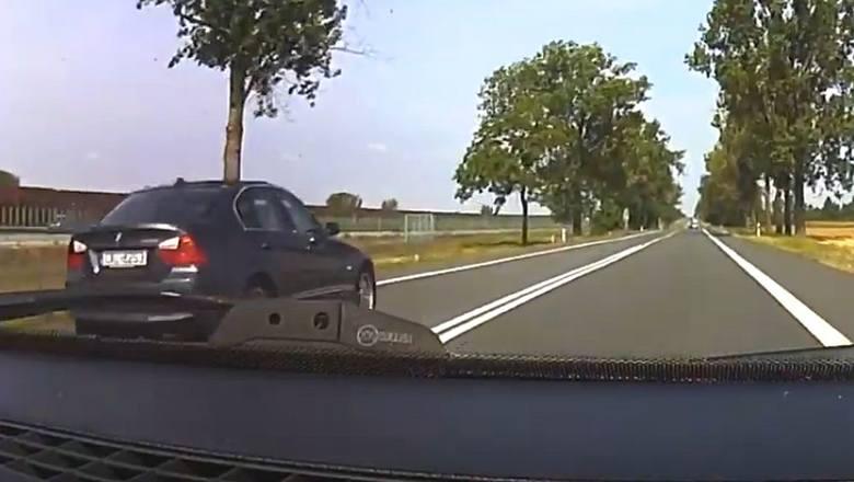 Kierowca tego bmw za nic miał oznakowanie poziomie i pionowe, i dopuścił się kilku wykroczeń na drodze.