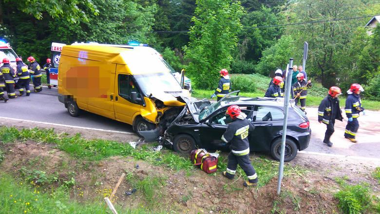 Zdarzenie miało miejsce na granicy miejscowości Korczyna i Czarnorzeki. Ze wstępnych ustaleń policji wynika, że 50-letnia kobieta kierująca alfą romeo,