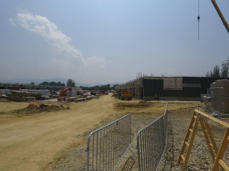 Uroczystość zawieszenia wiechy na budowie Galerii Andrychów tylko na chwilę wstrzymała prace na placu budowy