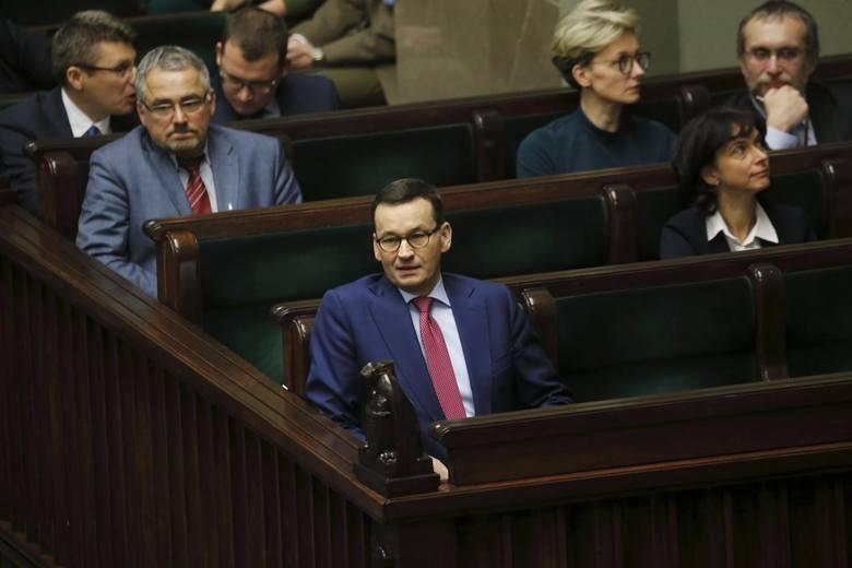 Podobnie jak Jarosław Kaczyński był twarzą kampanii w wyborach europejskich i parlamentarnych, wyborach wygranych. Podobnie, jak prezes PiS ogłaszał