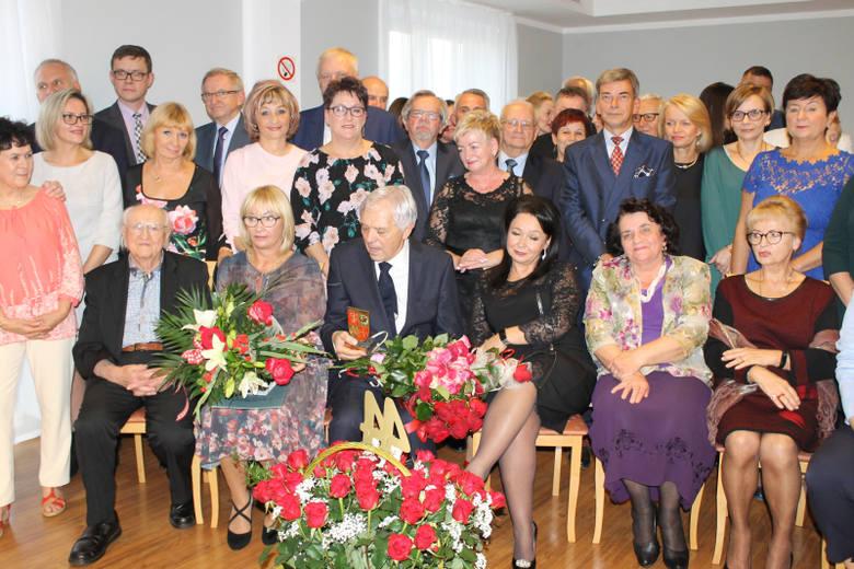 Od 44 lat leczy świebodzińskich pacjentów. Zawsze spokojny, opanowany, z szacunkiem dla każdego pacjenta i personelu. Nic więc dziwnego, że przejście