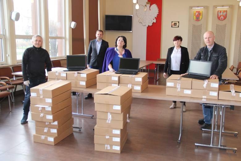 Laptopy dla uczniów i nauczycieli z brzezińskich szkół