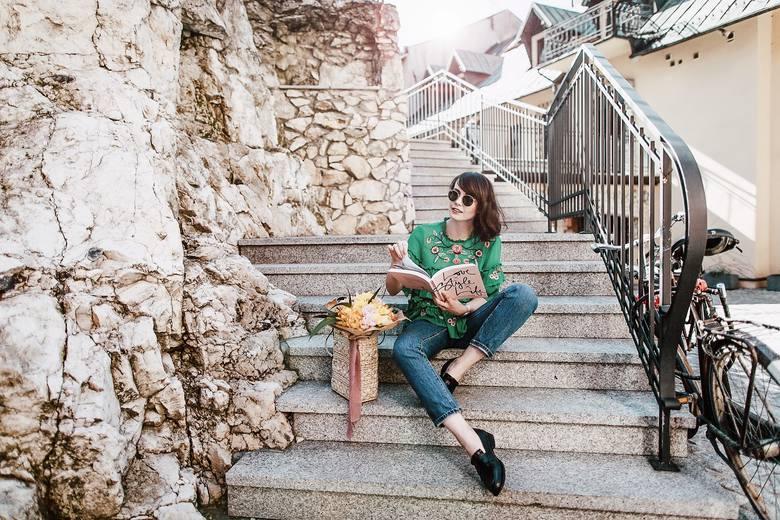 Na blogu Cammy zdecydowanie jest już wiosna. Nam spodobała się szczególnie stylizacja z zieloną bluzką z falbanami, którą same chciałybyśmy mieć w s
